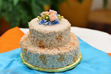 Blondie and Brownie flavor cake