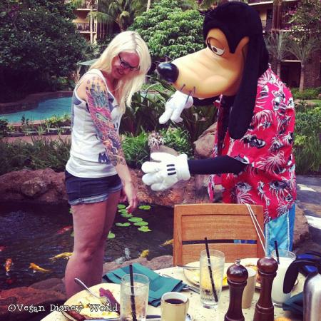 Goofy inspecting Melissa's tattoo